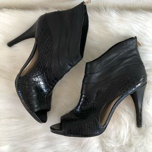 Vince Camuto black heeled ankle bootie 10
